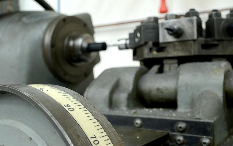 07hardinge-manual-lathe
